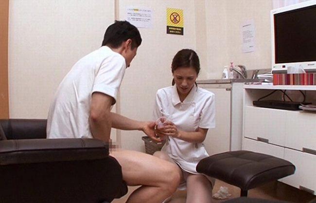 《精液検査》不意打ちの射精で精子の採取失敗『2発目は謝りながら手伝ってくれた』イケメンだったので自分も興奮してしまい挿入まで…