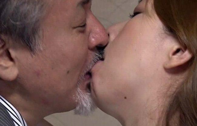 《昭和のビデオ》淫乱すぎるおばさん『何も知らないのは夫だけ』夫を裏切ってまで性欲にしがみつく人妻!