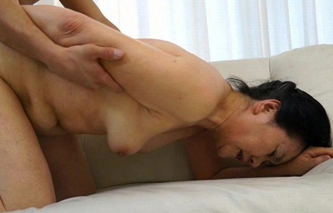 《BBA》七十路の女尻がこんなにエロいなんて(´;ω;`)ウゥゥ この段腹こそが至高の美熟女の証!ばあちゃんの乳房が重力に負けて垂れてるエロさがたまらん(;゚∀゚)=3ハァハァ