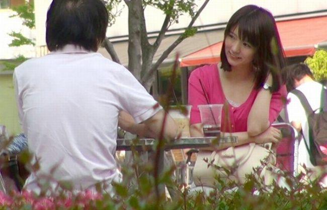 《S級美少女》雑誌に載ってる有名カフェ店員である超美少女『サーモンピンク色の乳首がヤバイ』超敏感で少し触れるとビックっと…