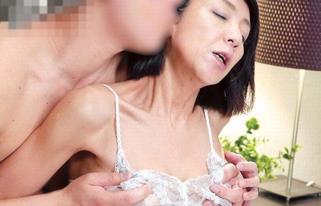 《NTR》夫が女扱いしてくれない不満と不安『妖艶で艶やかなスレンダーな身体』極太チ〇ポで突かれて超絶頂!