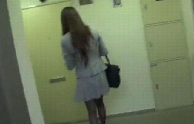 《レイプ》ストーキングされドアを開け部屋に入った瞬間『部屋に侵入』口をふさがれ無理ヤリ犯される!強姦事件の被害者になったOL達の記録映像!