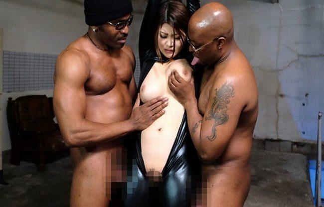 《レイプ》本物の破壊力!黒人巨大マラ『体を拘束され凌辱。。。』黒くて太い黒いチンポが潜入捜査官のオマ〇コに抜き差しされまくり!