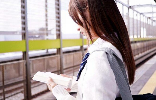《レイプ》何も知らず電車を待つクソ可愛い女子校生『痴漢に襲われ恐怖で声も出せないwww』電車を降りても犯されザーメンぶっかけ!