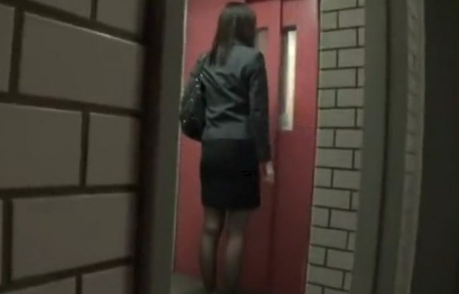《実録レイプ》ストーキングされるOL『部屋のドアを開けた瞬間に侵入され中だしFUCK。。。』そんな被害の一人となってしまった記録映像!