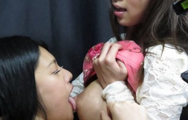 《レズプレイ》母乳オッパイに興味津々?『吸わせて飲ませてぶっかけ。。。』甘くて濃厚な母乳プレイで絶頂しまくり!
