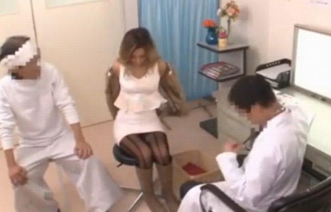 《悪徳産婦人科》妊娠検査に訪れた黒ギャルを狙う変態医師『触診と称しクリいじり。。。』マ○コ内へは発情媚薬注入され強制発情!