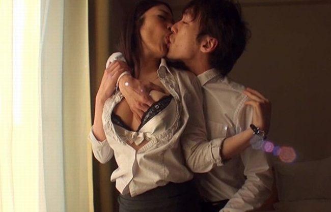 《美熟女》憧れの女上司と男と女の関係になった夜『朝起きてもエロスィッチON。。。』禁断のセックスで絶頂!