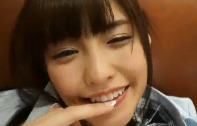 《橋本ありな》つぶらな瞳にアヒル口した笑顔がクソ可愛い『小ぶりの美乳も堪らん。。。』肌は白く細身なカラダでオナる姿はヤバイ!