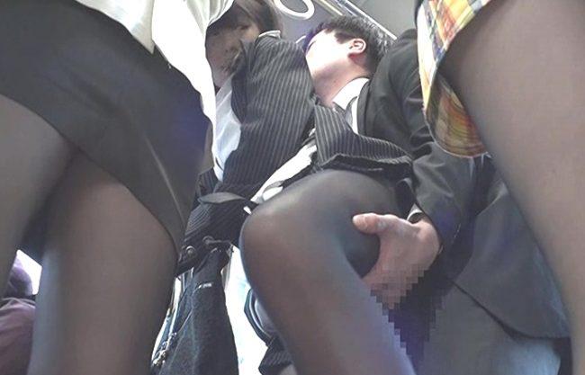 《レイプ》満員バスでぴちぴちタイトスカート女性を痴漢『チ○ポをパンスト尻に擦りつける。。。』黒パンスト破いてチ○コを挿入!