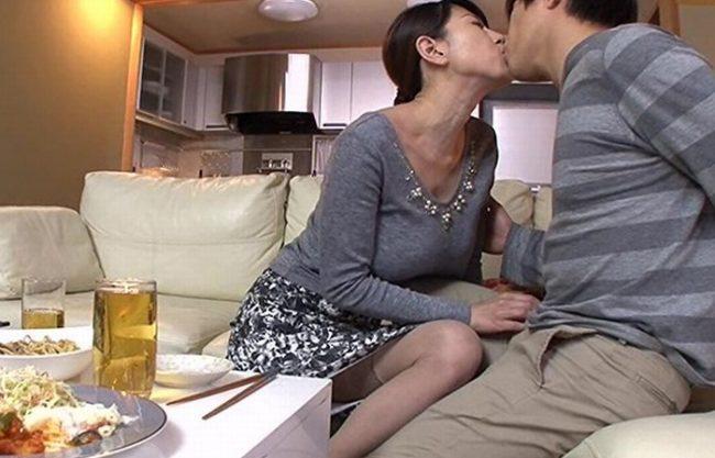 《NTR》夫婦関係が冷えきってから半年『肉体は極限まで乾いてしまう奥さん。。。』背徳の膣内射精に冷や汗とエロ汁が止まらない!
