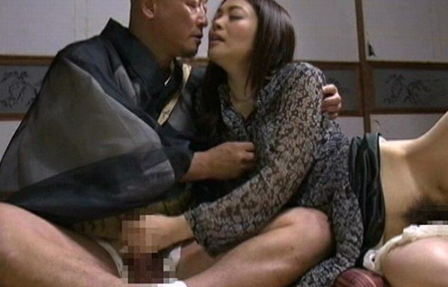 《昭和のビデオ》ハゲちゃびんオヤジと濃厚なベロチュー『マン毛ボーボーのマ〇コを舐めクリまわし。。。』一心不乱に貪り狂う二人!