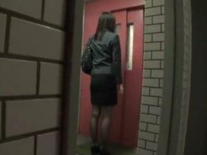 《実録レイプ》帰宅帰りを狙われるOL『後をつけられ、玄関のドアを開けた瞬間。。。』鬼畜野郎が襲いかかり問答無用で犯す!