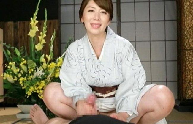 《翔田千里》着物がよく似合う淫語おばさん『手コキ、フェラで超快楽。。。』今日から僕も手淫の虜になっちゃいます!