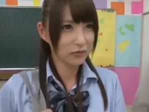 《乱交》学校ではスーパーアイドルの超キュートなギャルが『ヤリマンだった。。。』教室で中出しファックス!