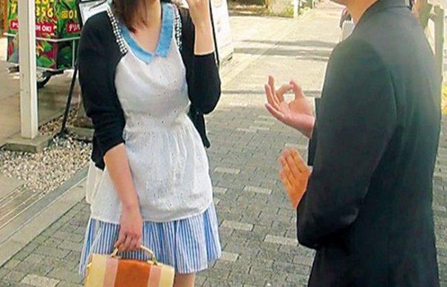 《企画軟派》街行く素人お嬢さんをナンパして『なんだかんだで口説いて、センズリ見せつけ。。。』徐々にその気にさせ、最後はしっかりと中出し!