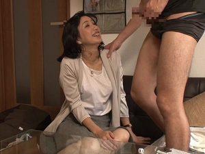 《五十路妻》若い男にカラダを許してしまった『53歳の専業主婦。。。』ド熟女の不貞セックスを完全盗撮!