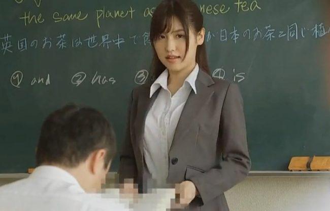 《レイプ》綺麗な先生が生徒を刺激してしまった『若さ故ガマンは出来ない。。。』廻され犯しまくられる美人教師!