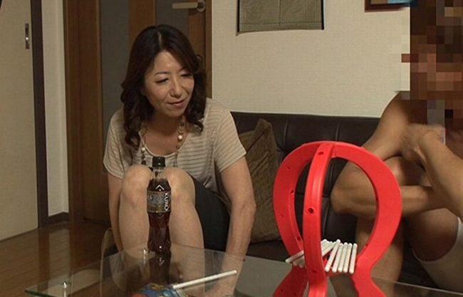 《五十路妻》55歳の専業主婦を部屋に連れ込み『夜の営みもなく女を忘れかけてた。。。』忘れていた女の本能が蘇る!