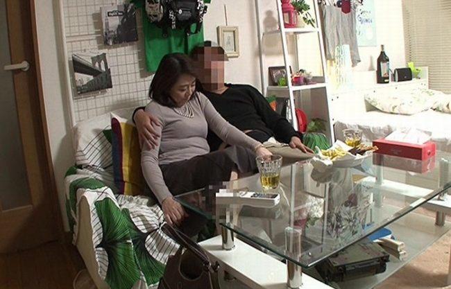 《五十路妻》まだまだ現役バリバリ感のある58歳の専業主婦『使い込んだ紫色のビラはエロ過ぎ。。。』ド熟女の不貞SEXを完全盗撮!