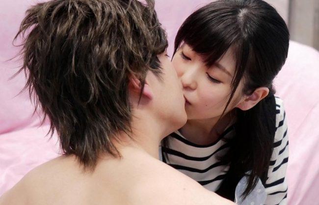 超童顔だけどなかなかやるもんだね『手コキ&乳首舐め。。。』声がメチャ...男性経験2人だけの美少女が絶頂!