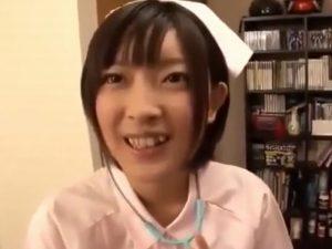 《小倉ゆず》美少女美巨乳のパイパンマ〇コは萌える『ナースの格好してお医者さんごっこ。。。』本番までOKな夢の企画に大感謝!