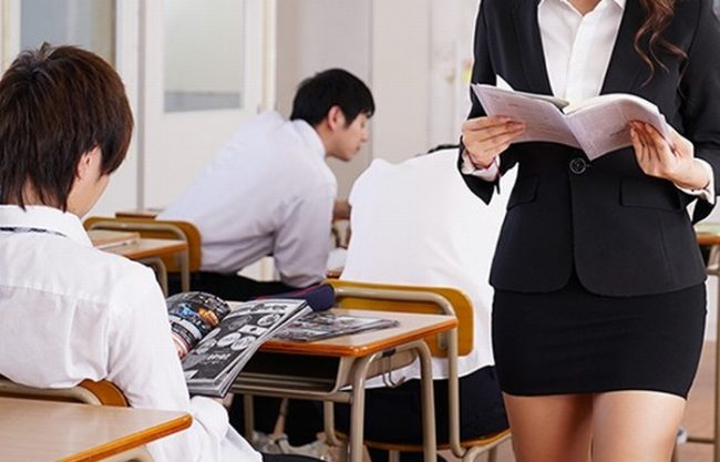 綺麗すぎる女教師『男子生徒を狂わせてしまった。。。』スマホ撮影されながら犯しまくられる!