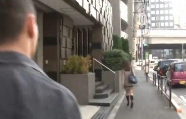 《中出しレイプ》狙った女子校生の後をつけ『帰宅の瞬間を狙うレイプ魔。。。』問答無用で種付けファック!