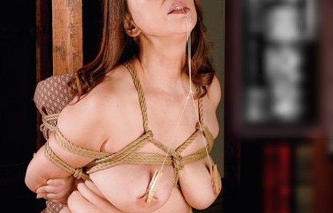 《四十路妻》体もたるんできた49歳のお母さん『ちょっと変態的なセックスをしている。。。』縄で縛られロウソクのロウを落とされたり...