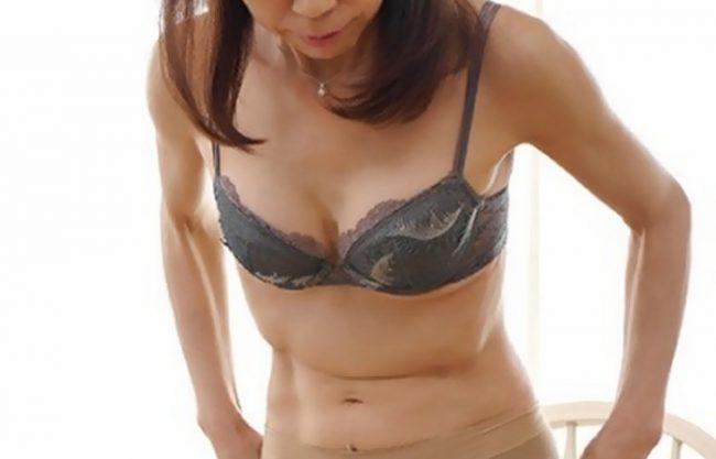 《人妻中出し》結婚28年目になる専業主婦の55歳『スレンダーおばさんは性欲旺盛で。。。』AV出演で新たな快楽へ!
